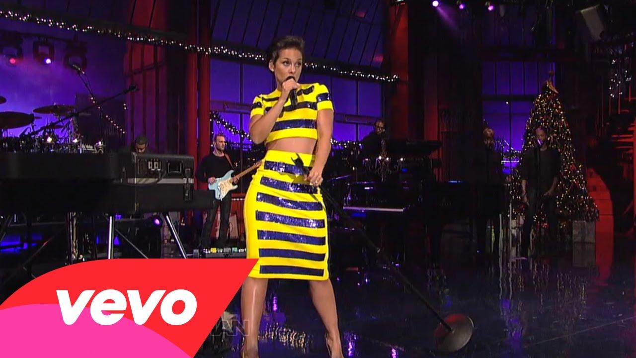 Alicia Keys – Girl On Fire (Live on Letterman)
