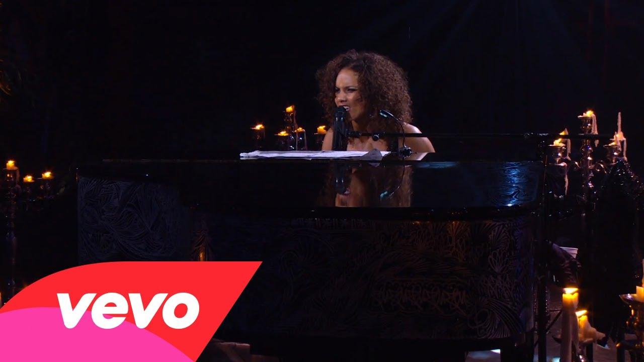Alicia Keys – Girlfriend (Piano & I: AOL Sessions +1)