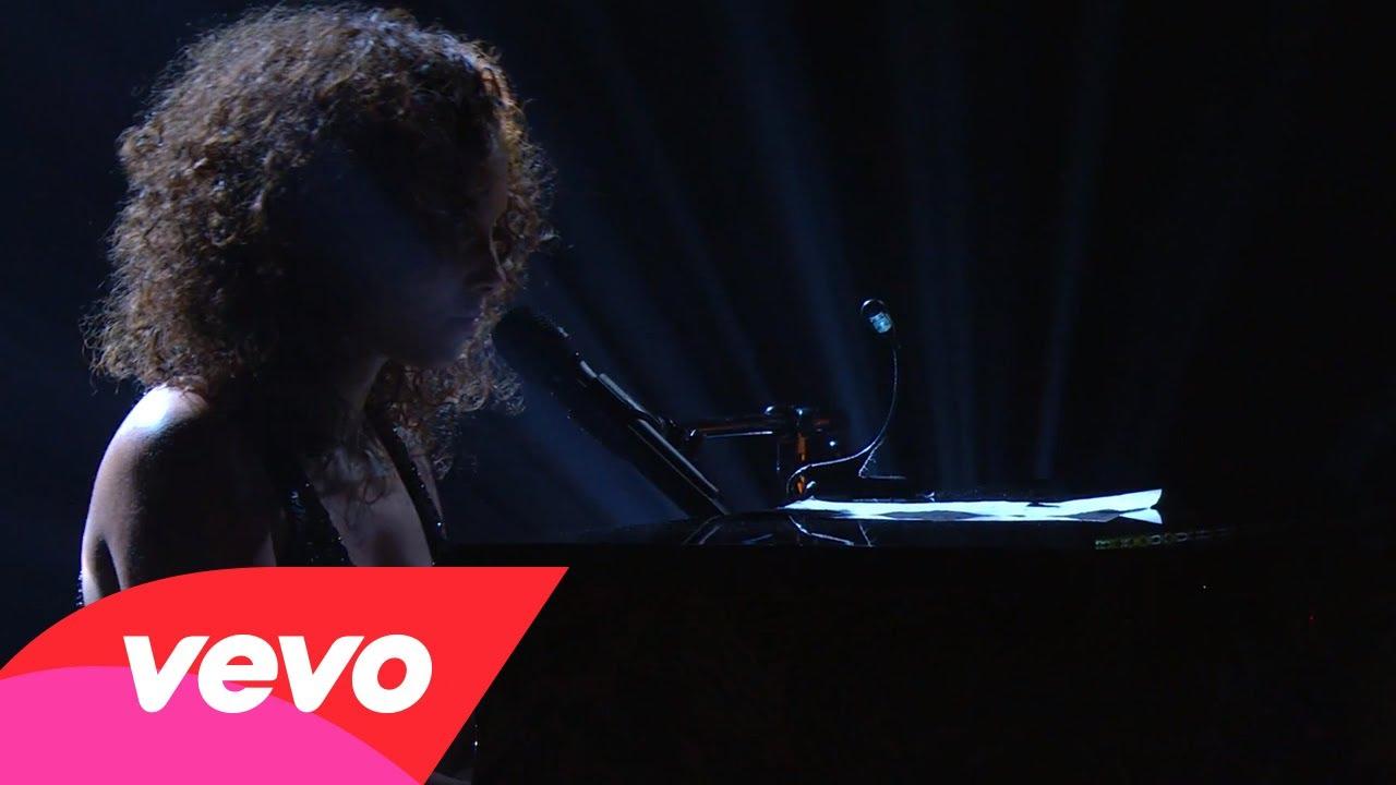 Alicia Keys – Moonlight Sonata (Piano & I: AOL Sessions +1)