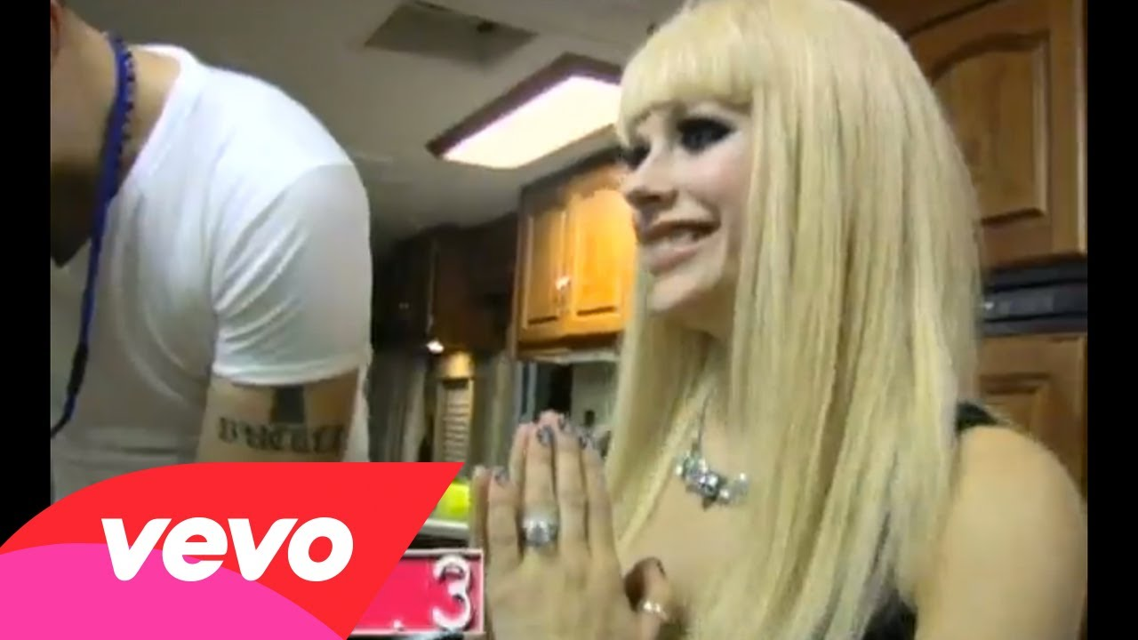 "Avril Lavigne – ""Hot"" Behind The Scenes Web.3"