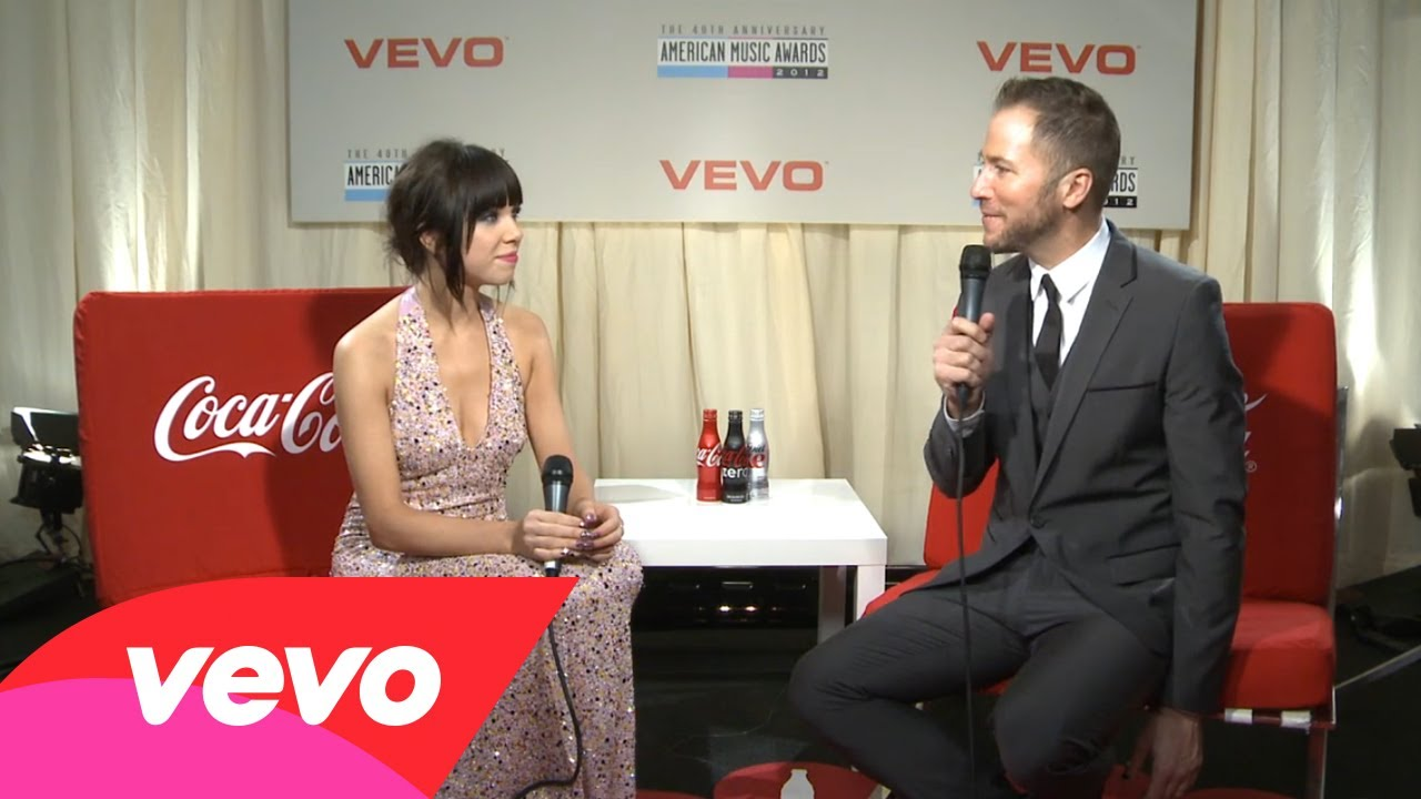 Carly Rae Jepsen – Backstage At The 2012 AMAs