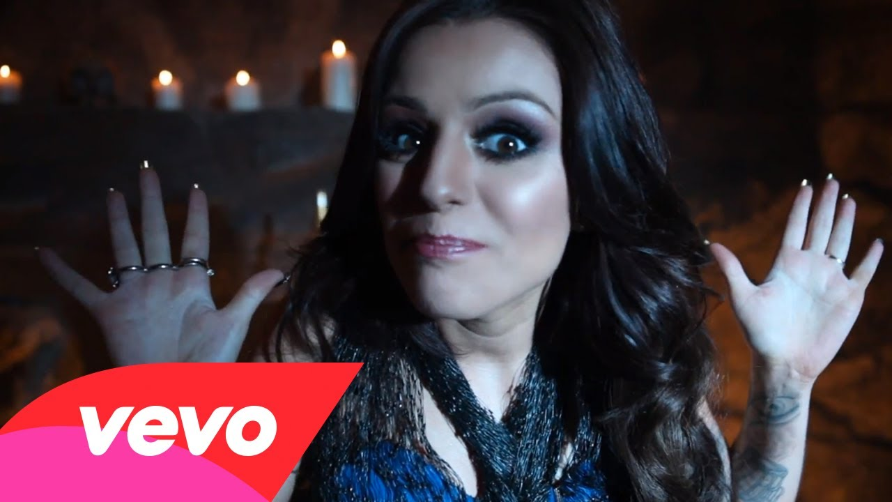 Cher Lloyd – Behind The Scenes of With Ur Love