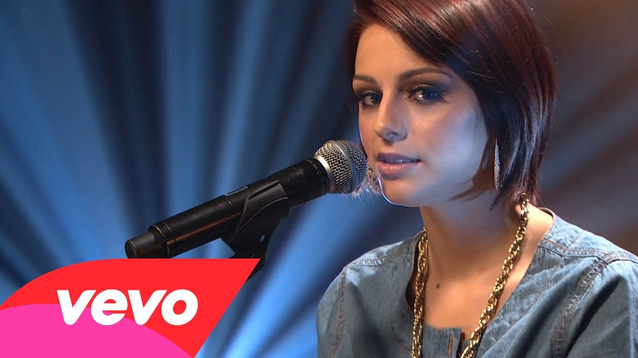 Cher Lloyd – With Ur Love (AOL Sessions)