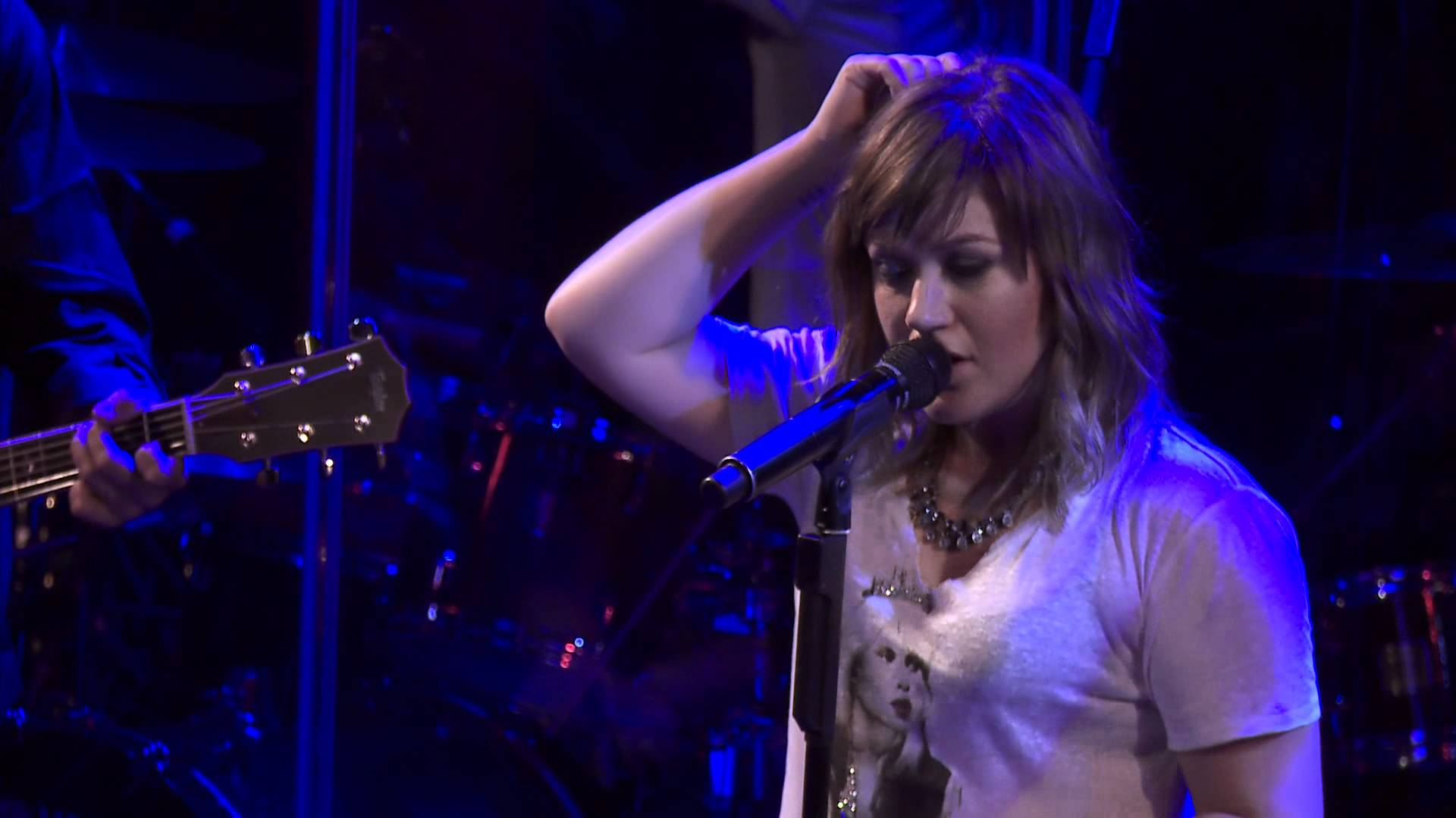 Kelly Clarkson – Live From the Troubadour 10/19/11