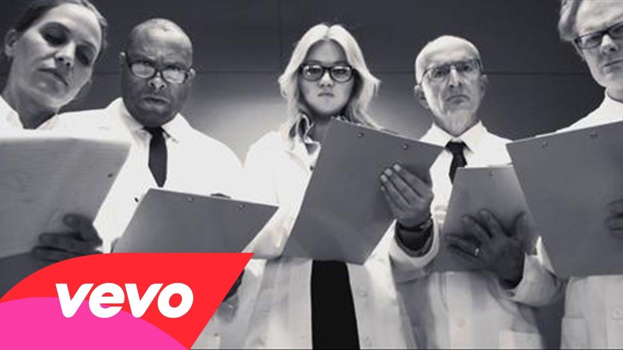 Kelly Clarkson – People Like Us