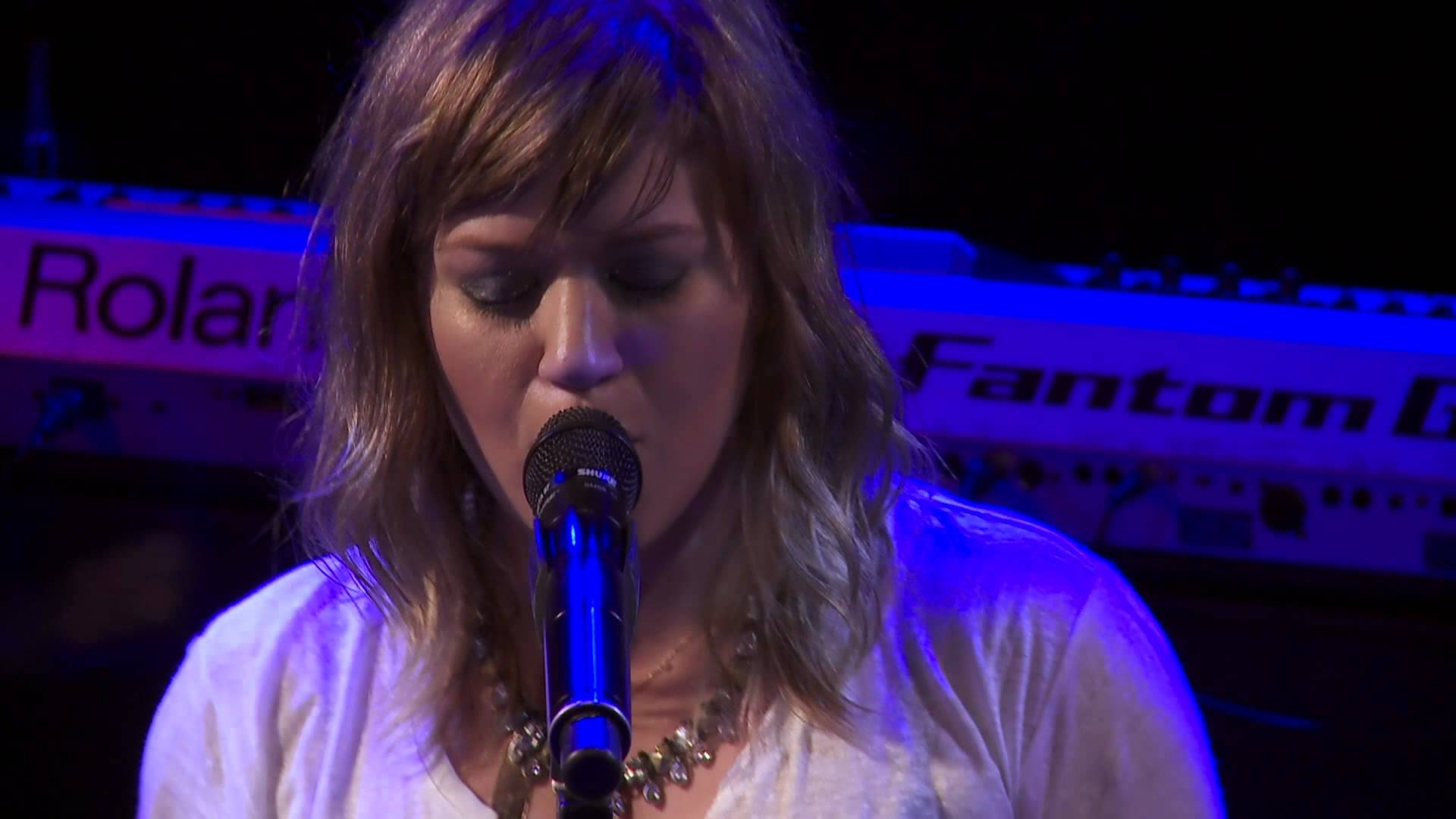 Kelly Clarkson – Sober (Live From the Troubadour 10/19/11)