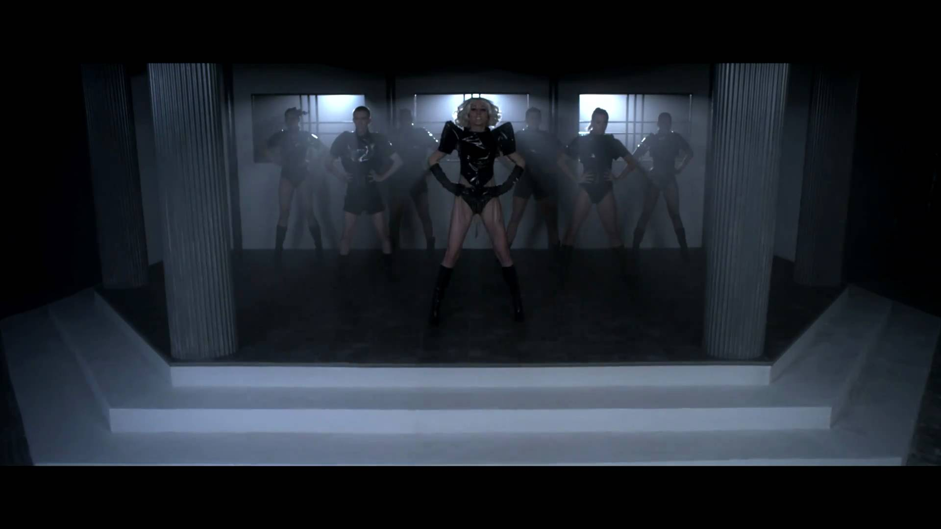 Lady Gaga – Dance in the Dark