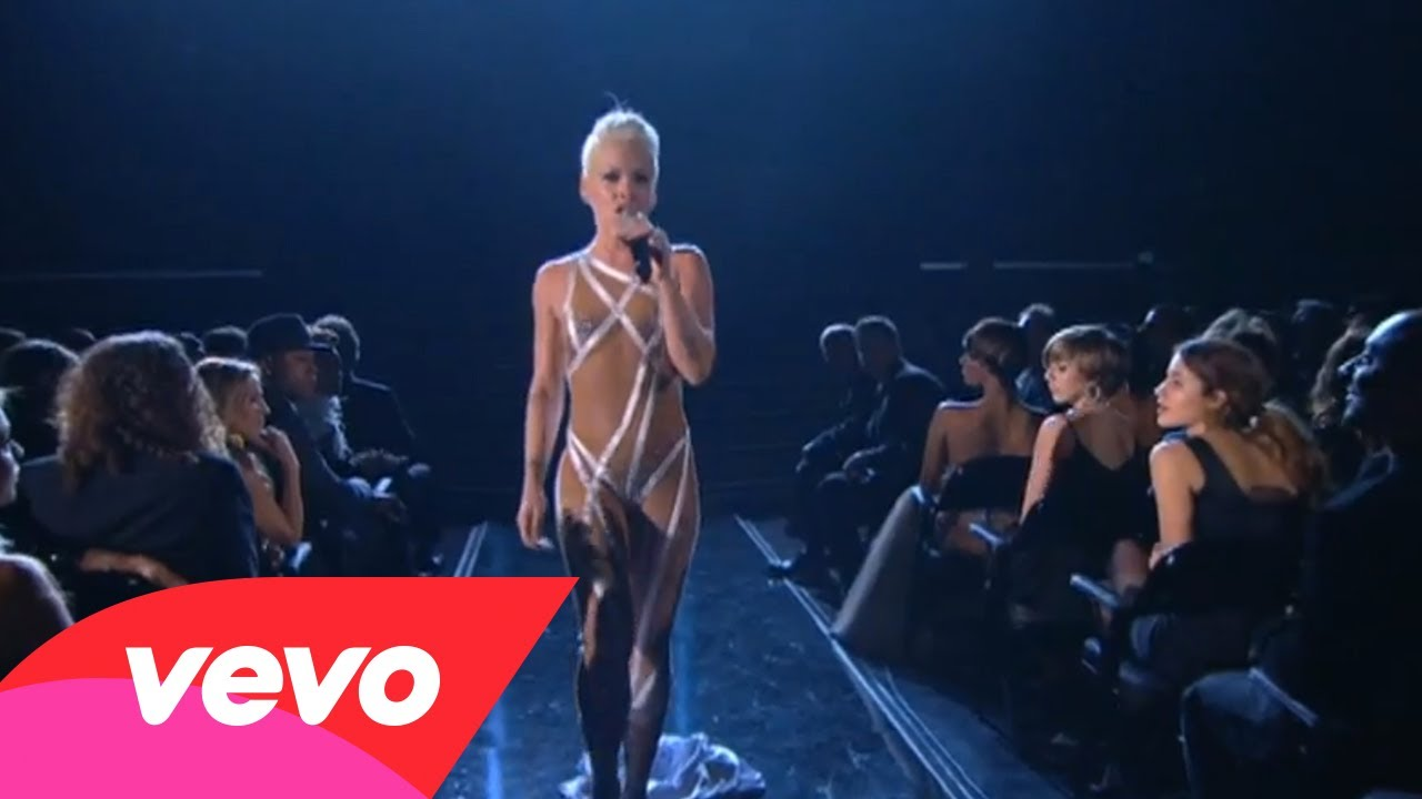 P!nk – Glitter In The Air (GRAMMYs on CBS)