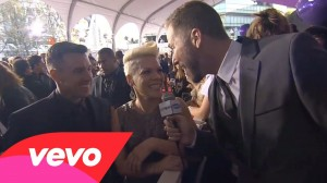 P!nk – Red Carpet Interview – AMA 2012