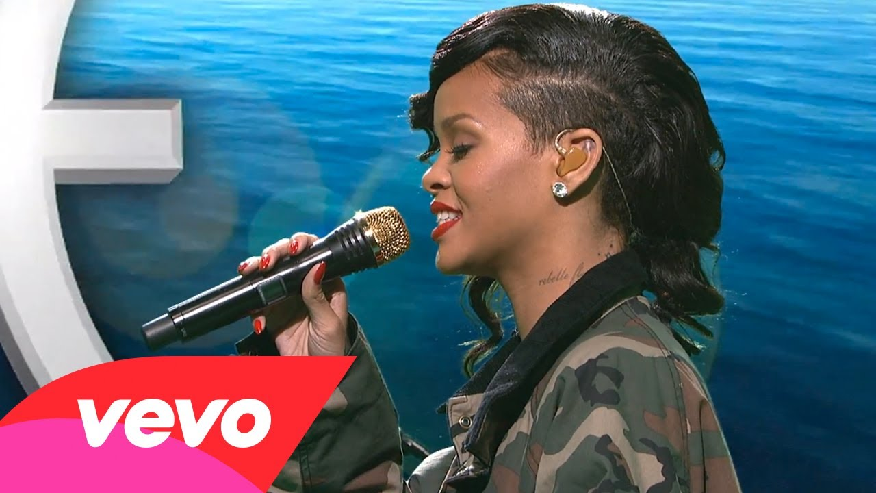 Rihanna – Diamonds (Live on SNL)