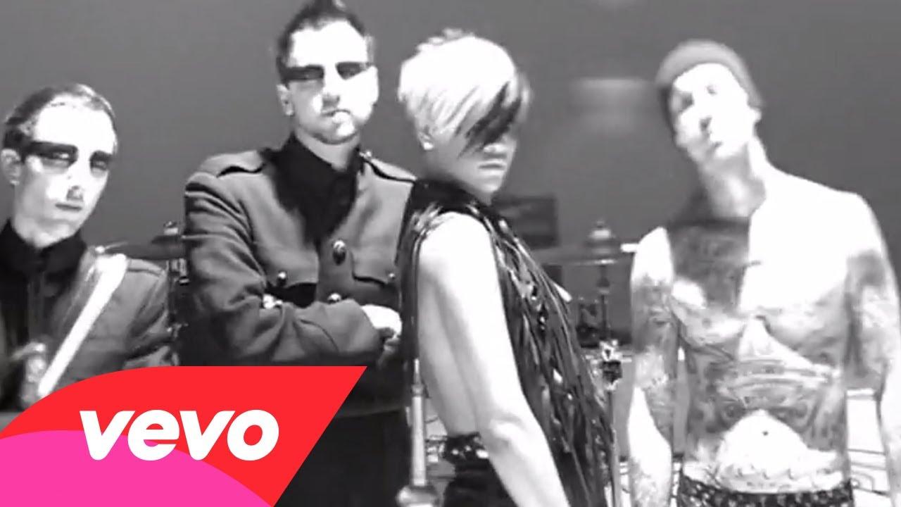 Rihanna – ROCKSTAR 101 ft. Slash
