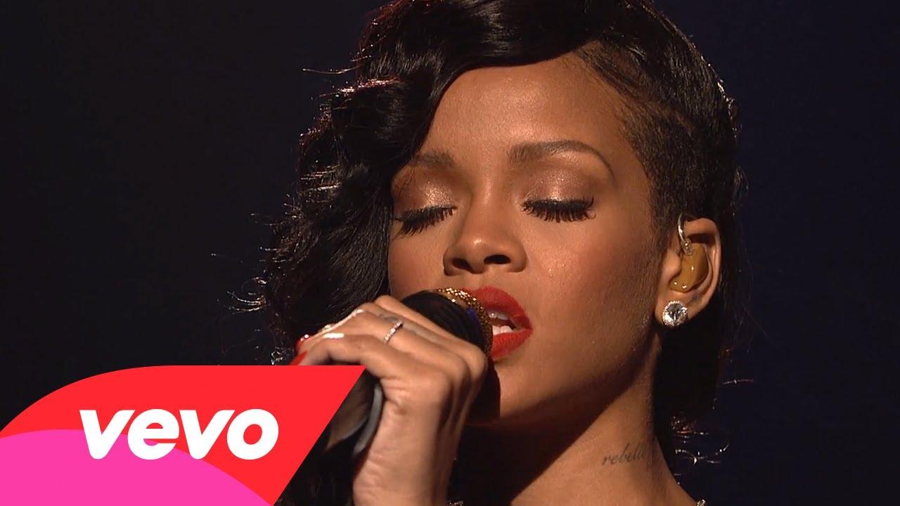 Rihanna – Stay (Live on SNL) ft. Mikky Ekko